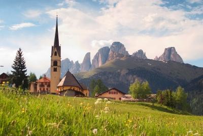 Fassatal mit Dolomiten