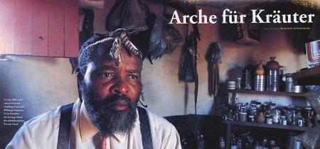 Der Inyanga Sazi Jerico Mhlongo heilt mit Ingredenzien aus der Natur